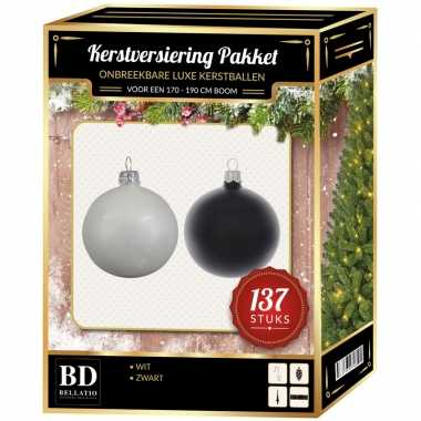 Kerstboom 137 stuks kerstballen mix wit-zwart voor 180 cm boom versiering
