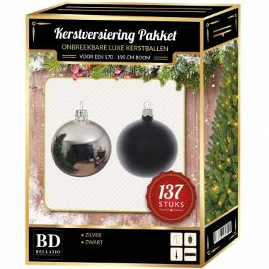 Kerstboom 137 stuks kerstballen mix zilver-zwart voor 180 cm boom versiering