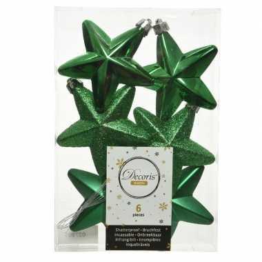 Kerstboom 6x kerstgroene kunststof sterren kerstballen/ kersthangers 7 cm versiering