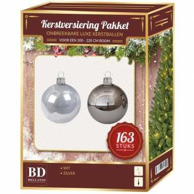 Kerstboom kerstballen en piek set kunststof 163-dlg-210 cm boom zilver/wit versiering