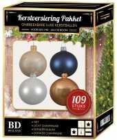 Kerstboom 109 stuks kerstballen mix wit beige donkerblauw voor 150 cm boom versiering