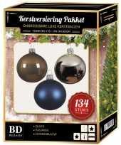 Kerstboom 134 stuks kerstballen mix zilver blauw bruin voor 180 cm boom versiering