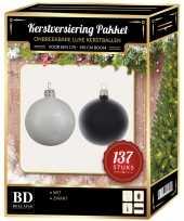 Kerstboom 137 stuks kerstballen mix wit zwart voor 180 cm boom versiering