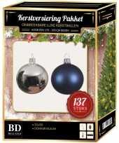 Kerstboom 137 stuks kerstballen mix zilver donkerblauw voor 180 cm boom versiering