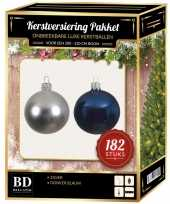 Kerstboom 182 stuks kerstballen mix zilver donkerblauw voor 210 cm boom versiering