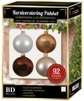 Kerstboom 92 stuks kerstballen mix champagne wit bruin voor 150 cm boom versiering