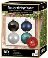 Kerstboom 95x kerstballen mix wit ijs stone donkerblauw voor 150 cm boom versiering